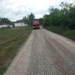 Насипање локалног пута Пејиновић – Мровска (ФОТО)