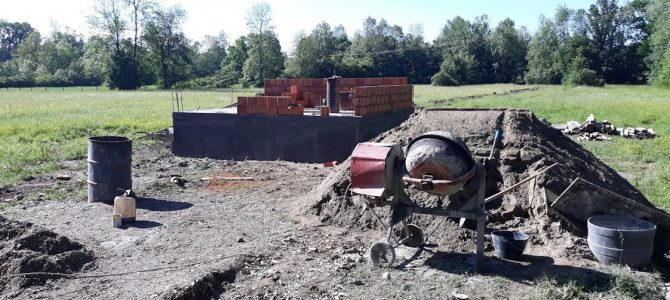 Радови на изградњи бунарске кућице у Сувом Селу (ФОТО)