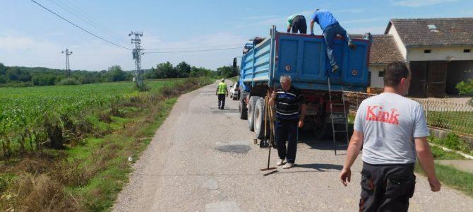 Санирање ударних рупа у Пејиновићу