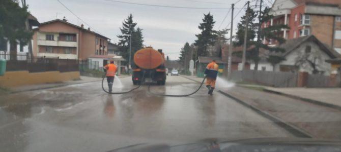Дезинфекција улица у Владимирцима